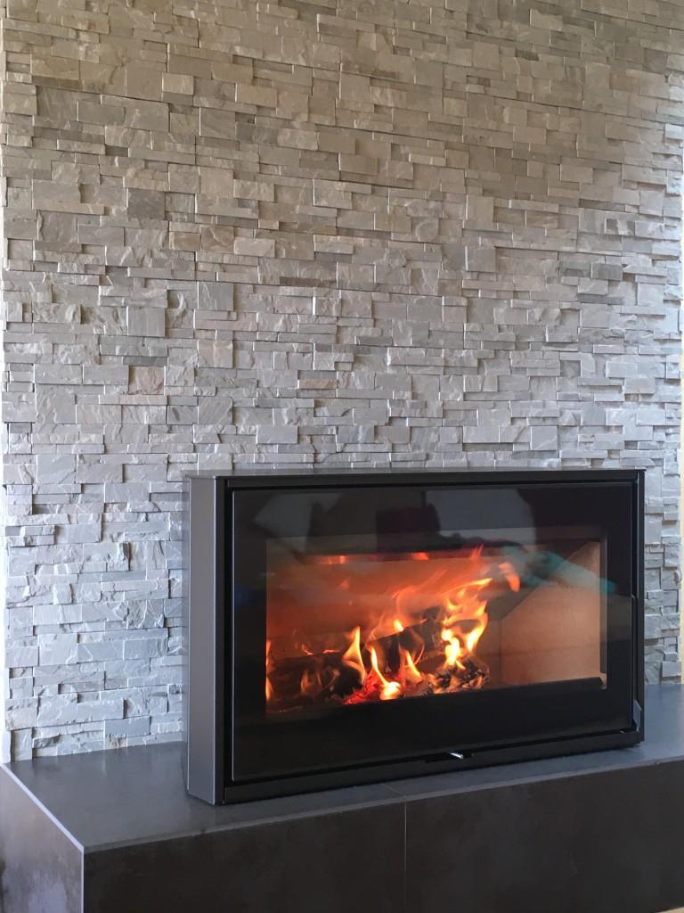 excellent poele a bois rendement tout savoir sur les poles bois leroy merlin with feu a bois. Black Bedroom Furniture Sets. Home Design Ideas
